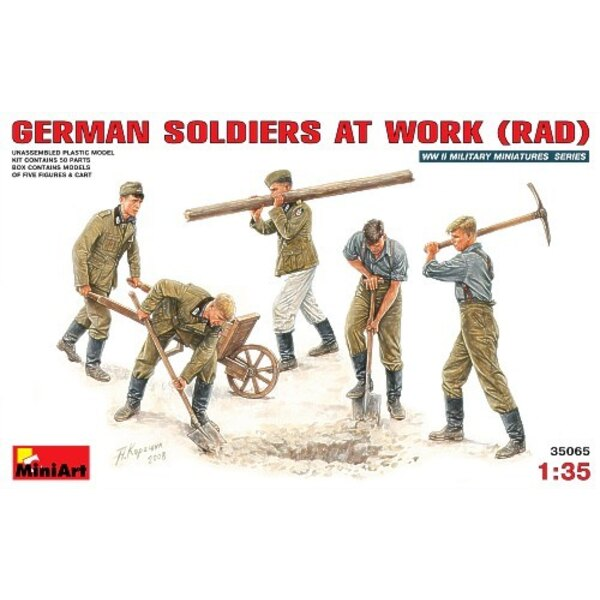 5 x WWII German soldiers at work