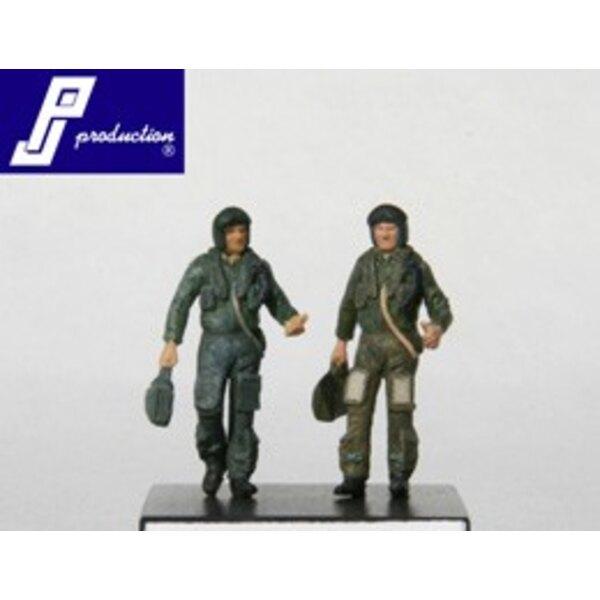 2 x RAF pilots modern standing (as in PJ721117)