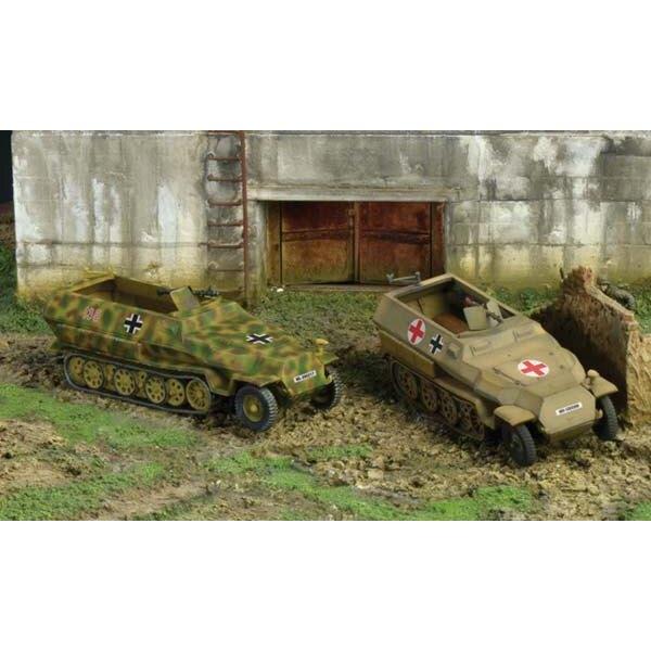 sd.kfz.251/1 ausf.d x 2 1/72