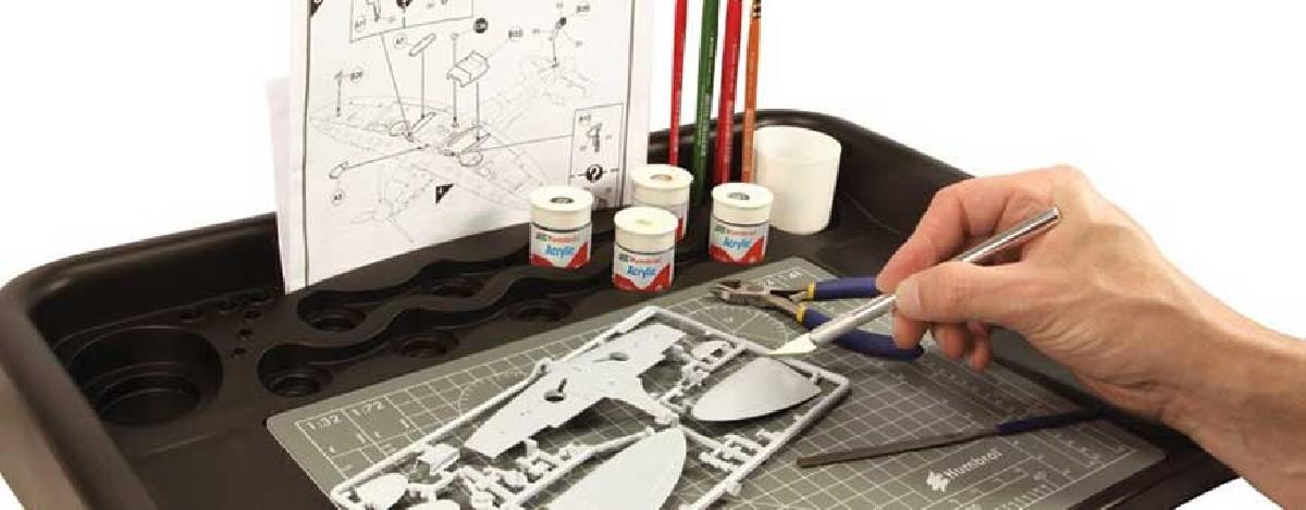 Vernice e accessori per kit modello per modellisti