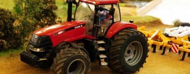 Miniature di veicoli agricoli